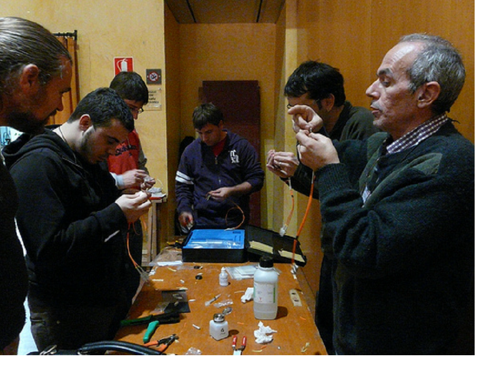 Figure 5 ? Optic Fibre Workshop at Guifi.net