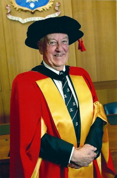 Roger Banks receiving University of Melbourne honorary PhD, 2003.
