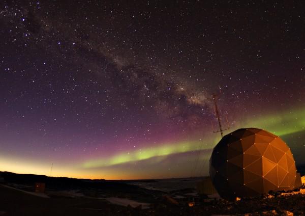Figure 3 – Aurora over ANAREsat Radome