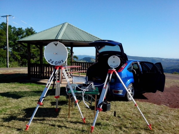 Ham microwave outdoors - VK4REX at Howell's Knob, South East Queensland