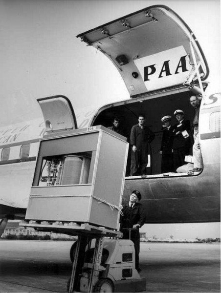 Fig.1 A 5MB IBM hard disk drive is loaded onto an aeroplane in 1956